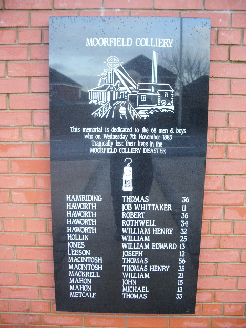 Moorfield Colliery Memorial, Centre plaque