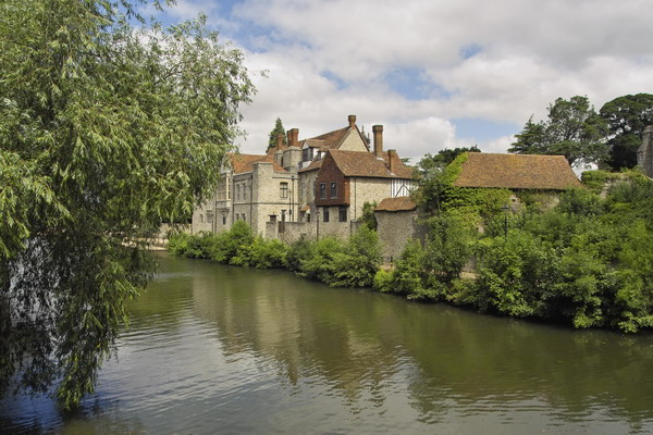 Archbishops Palace, Maidstone on the River Medway