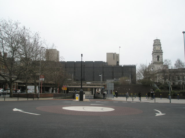 Roundabout at south end of Commercial Road