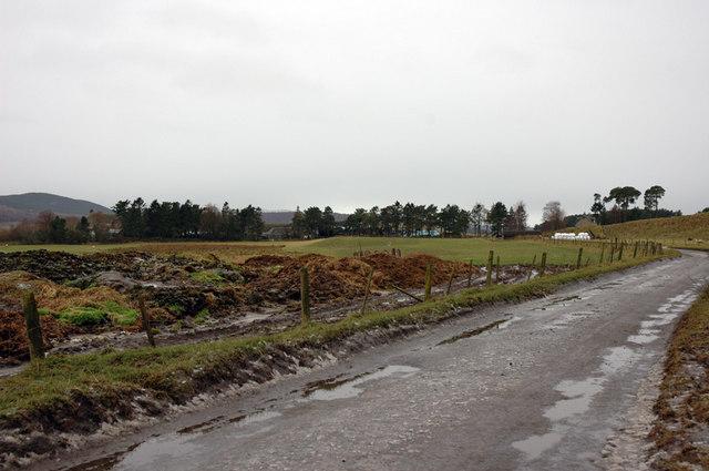 Farm road and Mains of Tullochgribban