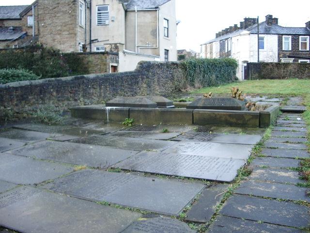 St Leonards Church, Padiham, Graveyard