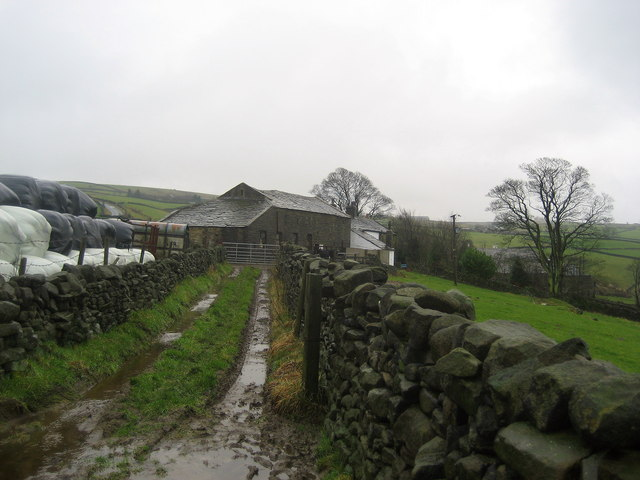 Approaching Long House Farm