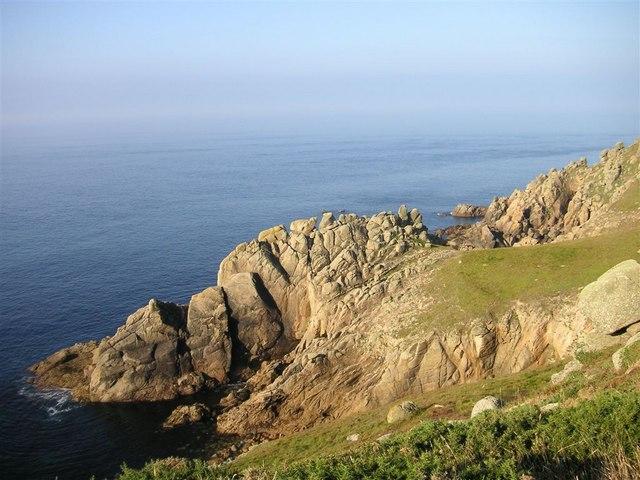 Headland between Hella Point and Gwennap Head