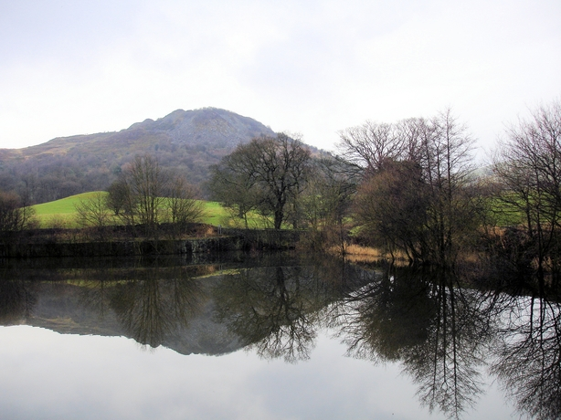 Bottoms Reservoir and Tegg's Nose