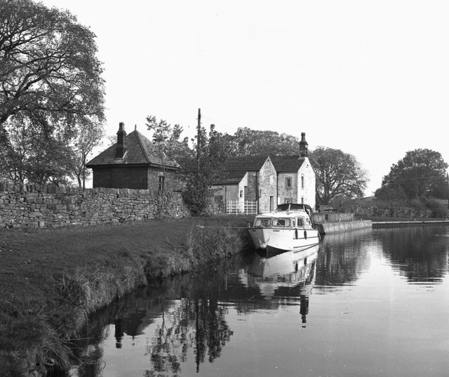Lock Cottage, Greenberfield Top Lock, Leeds and Liverpool Canal