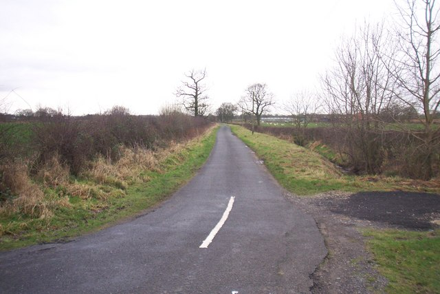 Low Lane at junction with Caistor Road