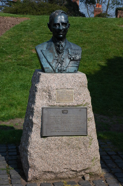 Bust of Admiral Sir William Tennant, Upton upon Severn