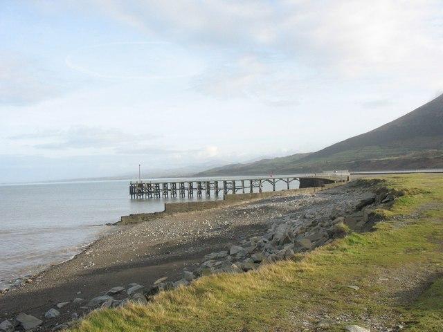 The disused Trefor pier