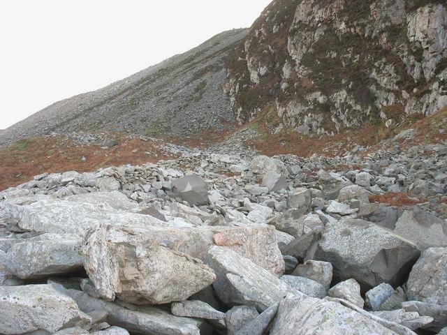 Spoil on the cliff top below the Eifl Granite Quarry