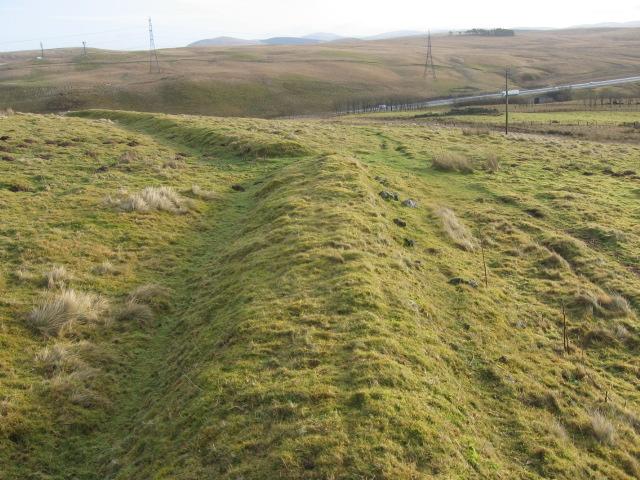 Earth dyke on Parkhead Hill