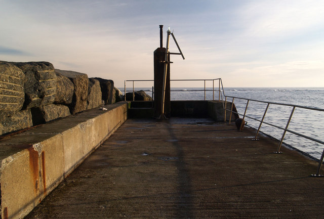 Navigation light at the end of the 1971 jetty at Staithes