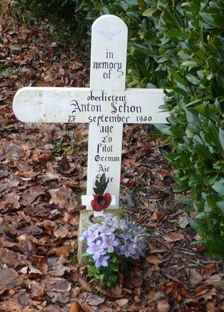 Cross in Boughton graveyard