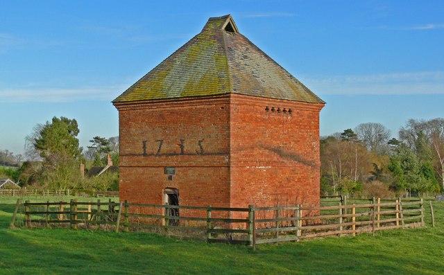 Dovecote in Aston Flamville