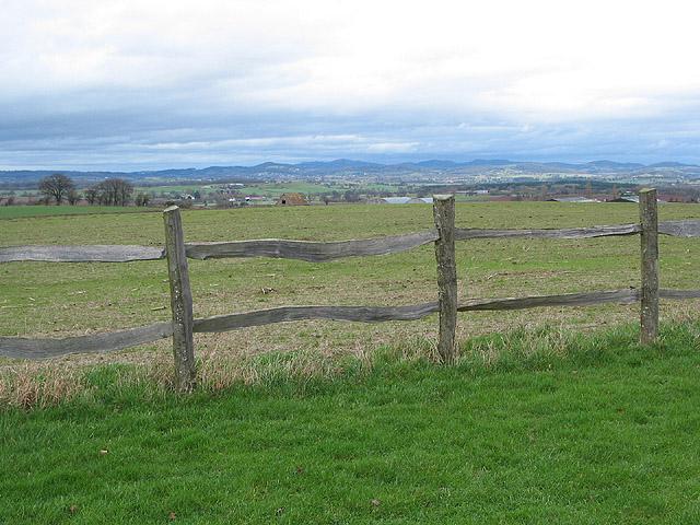 Rustic fence near Chiblers Hill Farm
