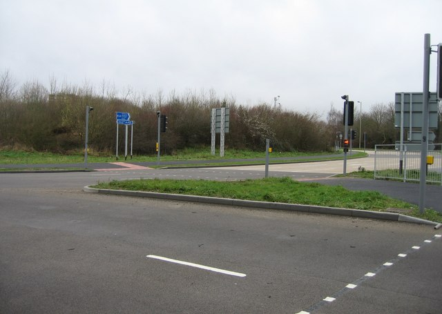 Cycle path on Reading Road roundabout