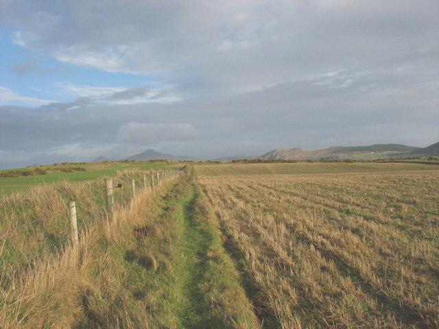 Footpath along the edge of cropland on Porth Dinllaen Farm