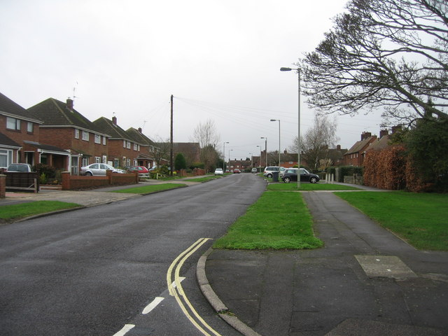 Queen Mary Avenue - looking west