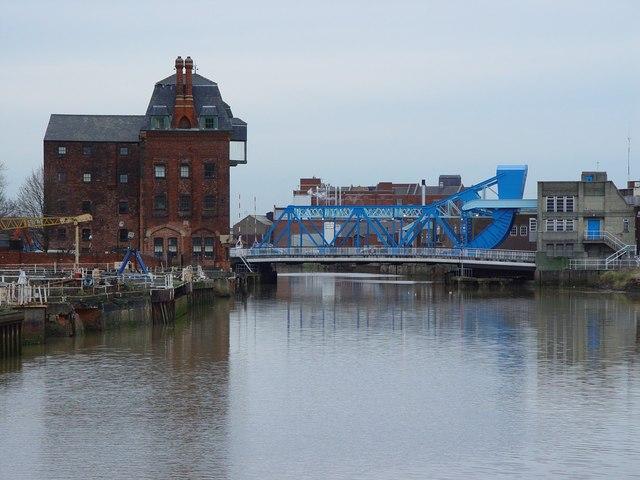 Warehouse and North Bridge, Hull