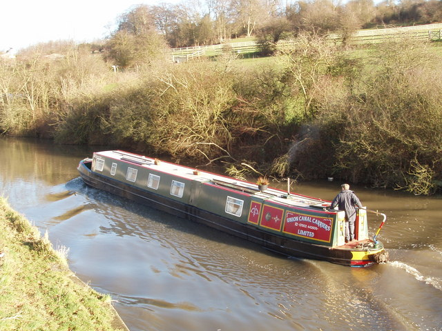 Narrow boat on the Grand Union Canal