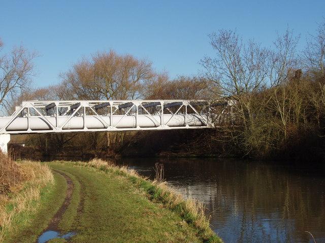 Pipe bridge over Grand Union Canal