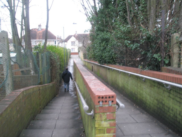 Alleyway to Colwell Road