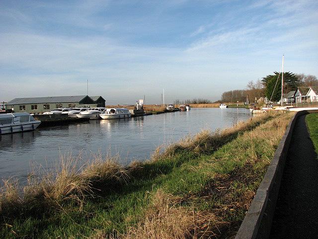 Public footpath beside River Waveney
