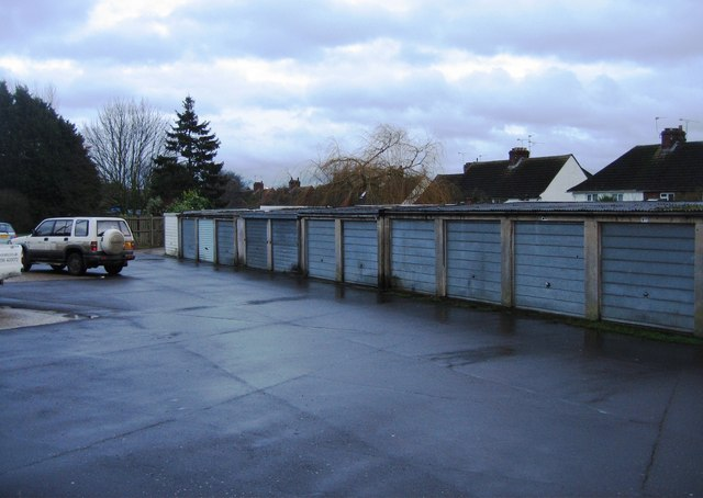 Garages behind housing on the Kingsclere Road
