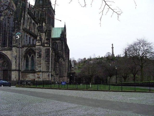 Glasgow Necropolis from near Glasgow Cathedral