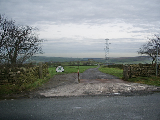 Entrance and road to Doughty Farm