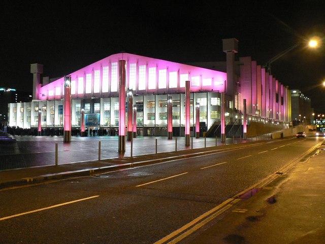 Wembley Arena: floodlit in pink