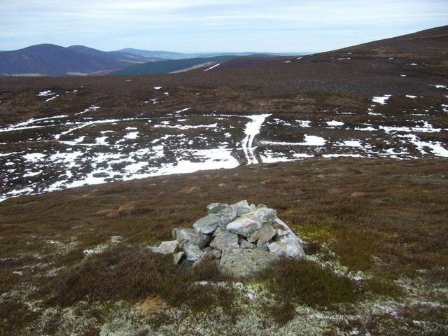 Cairn near track on Corryhabbie Hill