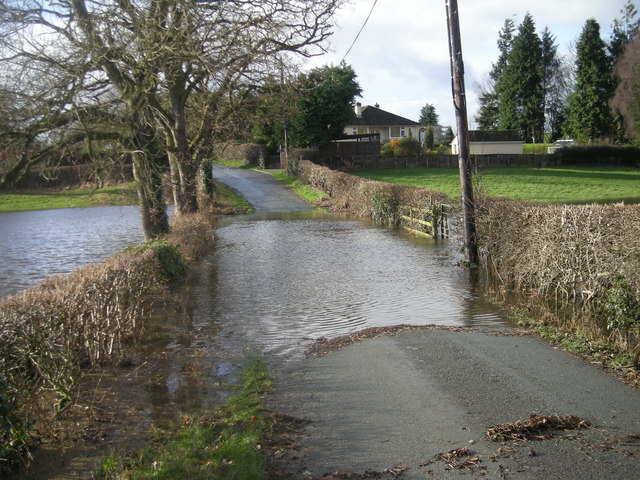 Whoops! Don't think I'll risk that - River Perry in flood (Jan' 2008)