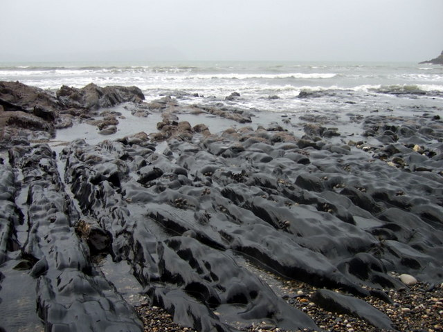 Sea-sculpted rocks