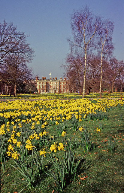 Trent Park House with daffodils