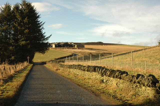Country road and Aultdavie Farm