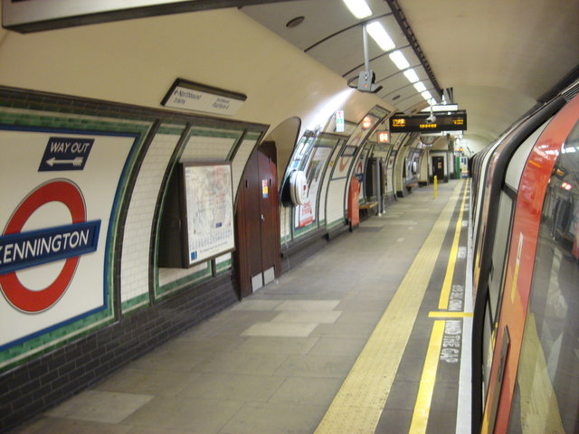 Southbound Bank Branch platform, Kennington tube station