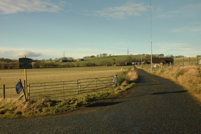Farm road to Rogerseat