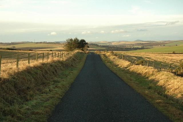 Minor road to Waulkmill