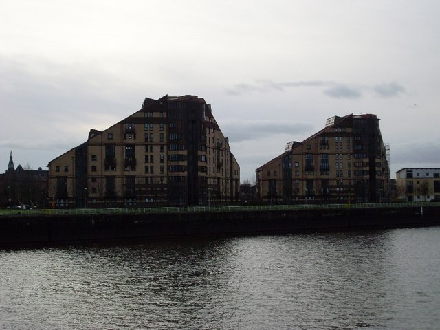 New flats by the Clyde