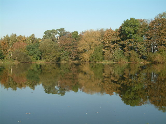 Autumn colours at Apley Pool