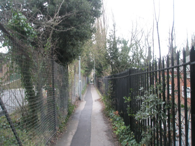 Alleyway from QA  hospital to London Road