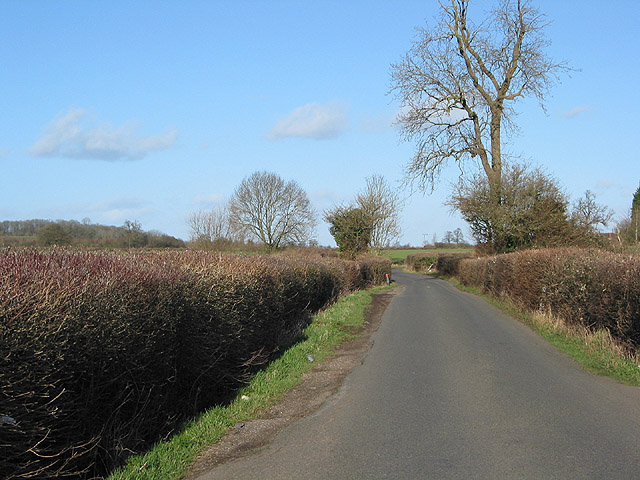 Shortcut from the A40 to the B4215