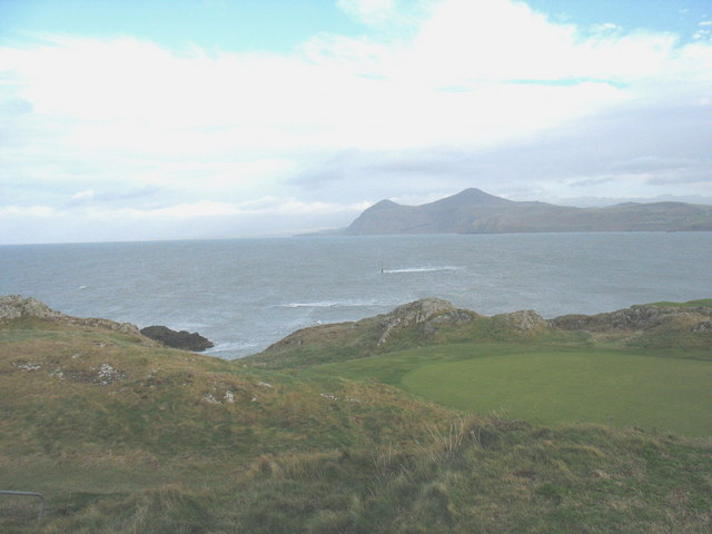 The view east along the northern shores of Trwyn Porthdinllaen