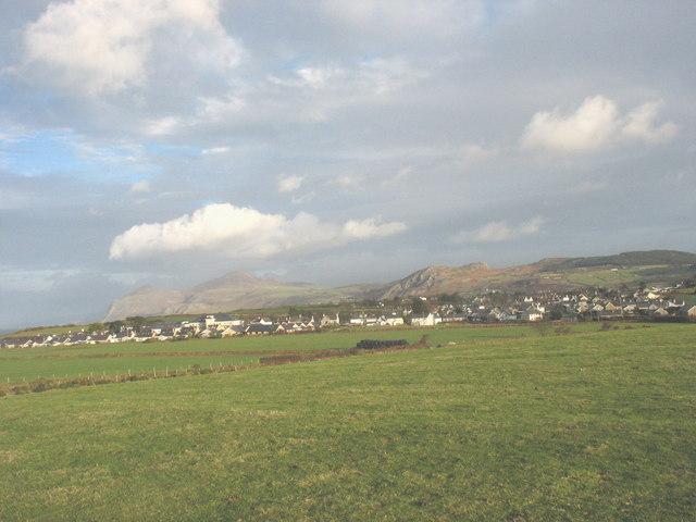 View across farmland in the direction of Morfa Nefyn