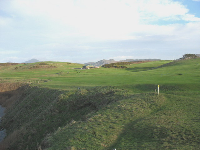 View from the cliff edge across the links in the direction of the golf course maintenance shed