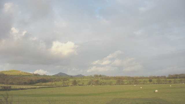 Farmland east of the A497 north of Bodvel Hall