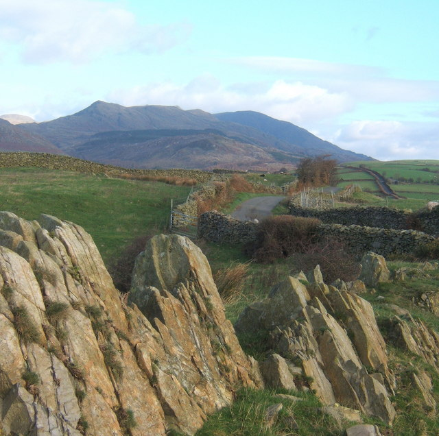 Rocky outcrop, looking along the ridge lane