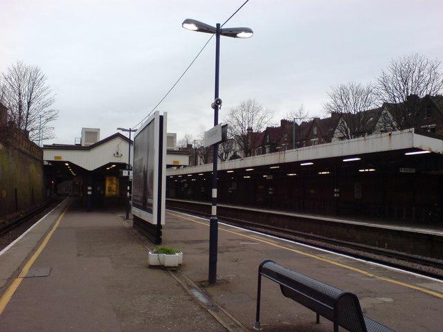 Platforms at Gillingham Station (1)