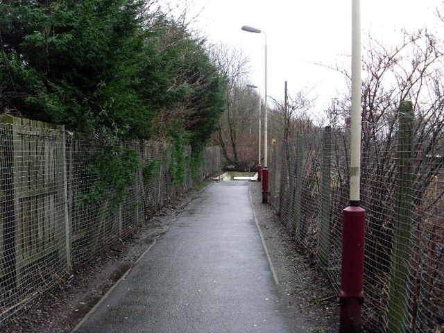 Path leading to tunnel to Hyndland station