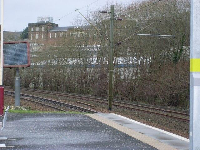 End of Hyndland Station platform, looking to Gartnavel Royal Hospital